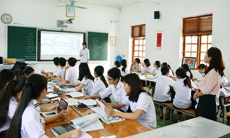 Chất lượng giáo dục được nâng cao thông qua internet.