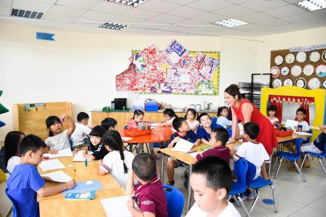 Phụ huynh có thể biết được những hoạt động tại trường của con qua internet.
