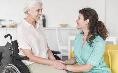Góc giải đáp bạn đọc: Có nên học điều dưỡng không?